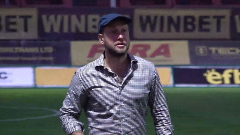 Антон Зингаревич изгледа победата на Ботев (Пловдив) на живо