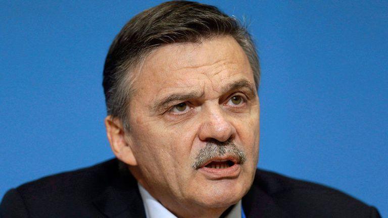 Президентът на Международната федерация по хокей на лед Рене Фазел беше въведен в Залата на славата на организацията