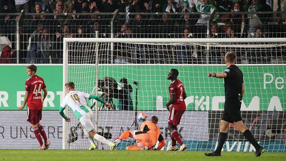 Седрик Итен върна един гол за Гройтер Фюрт в края на мача