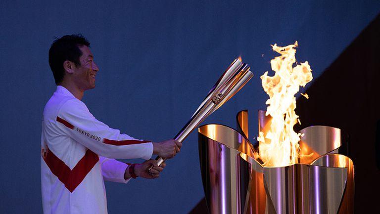 В Япония запалиха олимпийския огън без публика