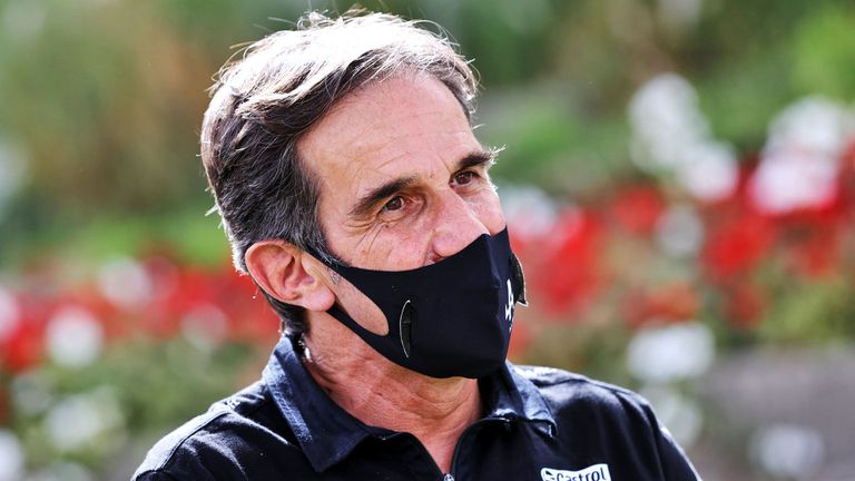 Състезателният директор на Алпин обясни разликите между Формула 1 и MotoGP