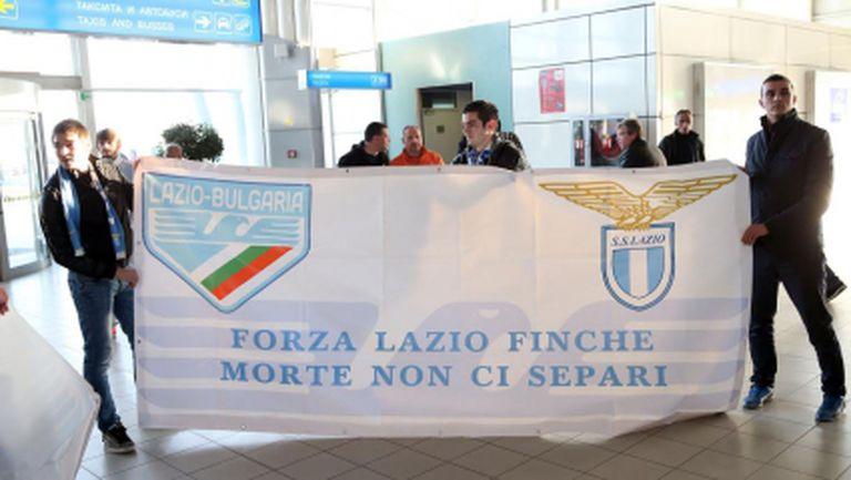 Фенове устроиха подобаващо посрещане на Лацио (снимки)