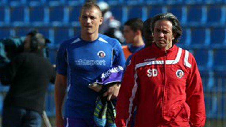 Треньорът на Етър се прибра в Турция