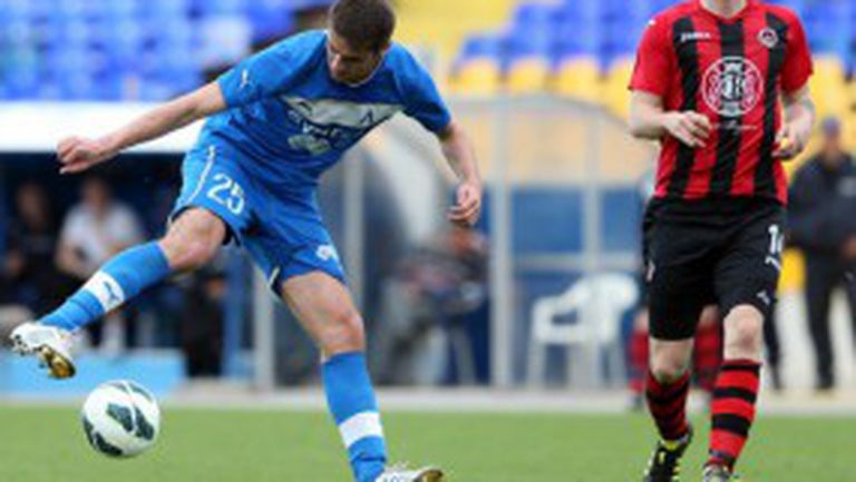 Левски загуби двама титуляри за полуфинала