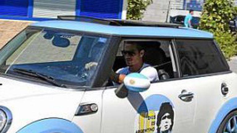 Освалдо подкара кола с лика на Марадона