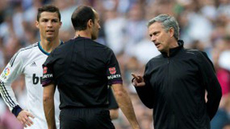 Моуриньо започва с наказание в Англия, Кристиано ще пропусне два мача