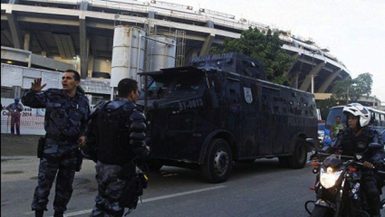 "Газ и гумени куршуми разпръснаха нов протест пред ""Маракана"""