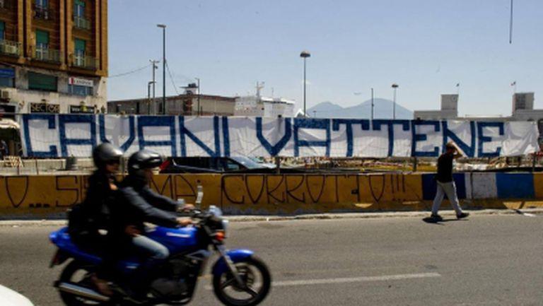 Недоволни фенове на Наполи: Кавани, махай се!