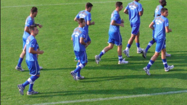 Половината отбор на Левски не тренира на пълни обороти, Генков вече с тима