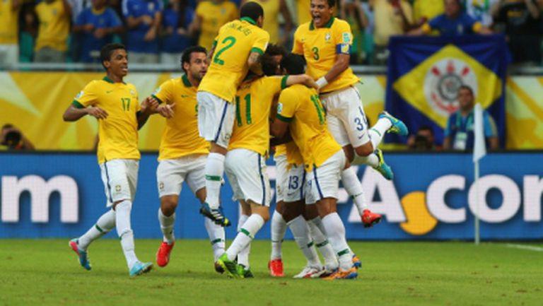 Бразилия отупа Италия в голова фиеста (видео)