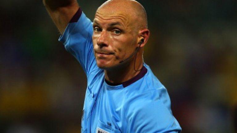 Хауърд Уеб ще свири полуфинала Испания - Италия