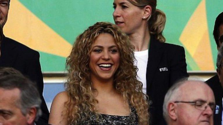 Шакира подкрепя своя любим на стадиона (снимки)