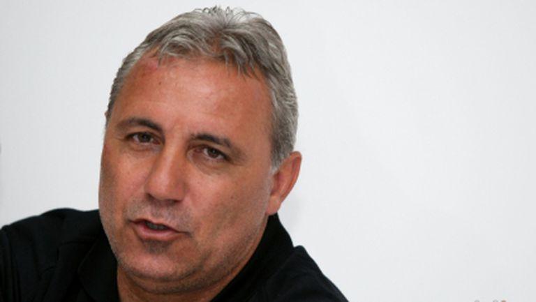 Стоичков е в София и в понеделник ще води тренировката на ЦСКА