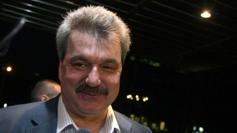 Батков: Хайде народът да използва правителствения самолет - имам предвид Левски