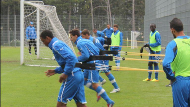 """Само 12 играчи на """"сините"""" тренираха за последно в Линдабрун"""