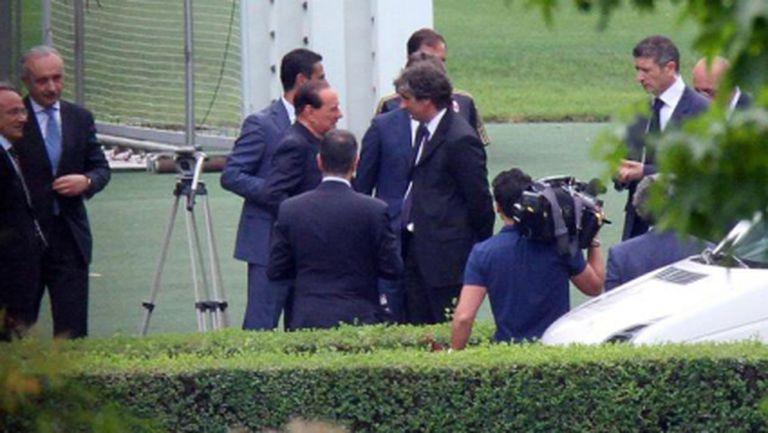 Милан започна! Берлускони кацна при отбора (видео)