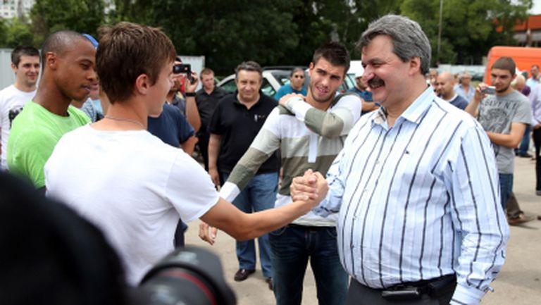 Батков уважи церемонията по награждаването на президента на Газпром