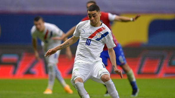 Парагвай удари Чили с 2:0 и е на 1/4-финал на Копа Америка