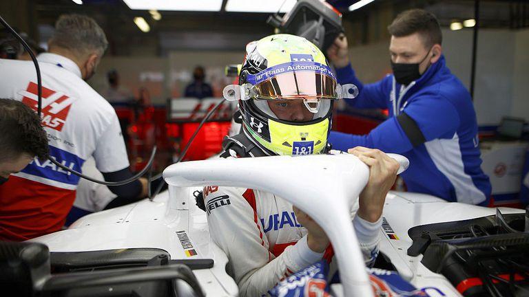 Шумахер с неоптимална позиция в болида на Хаас от началото на сезона