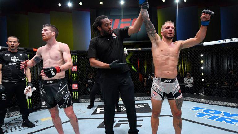 След 30-месечно отсъствие Дилашоу взе кървава победа в UFC