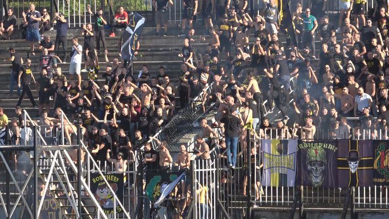 """Привържениците на Ботев не спират да подкрепят """"канарите"""" в дербито на Лаута"""