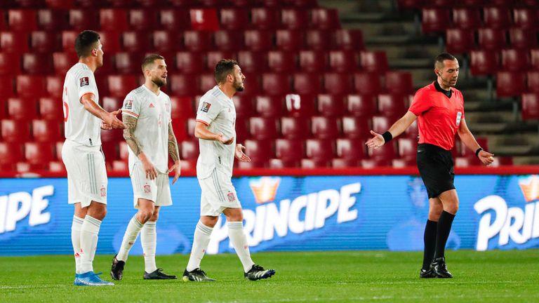 Испански национали се оплакаха от липсата на ВАР в световните квалификации