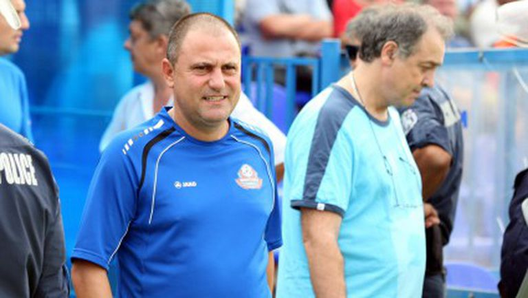 Джамбазки продължава да пресява играчи за новия сезон