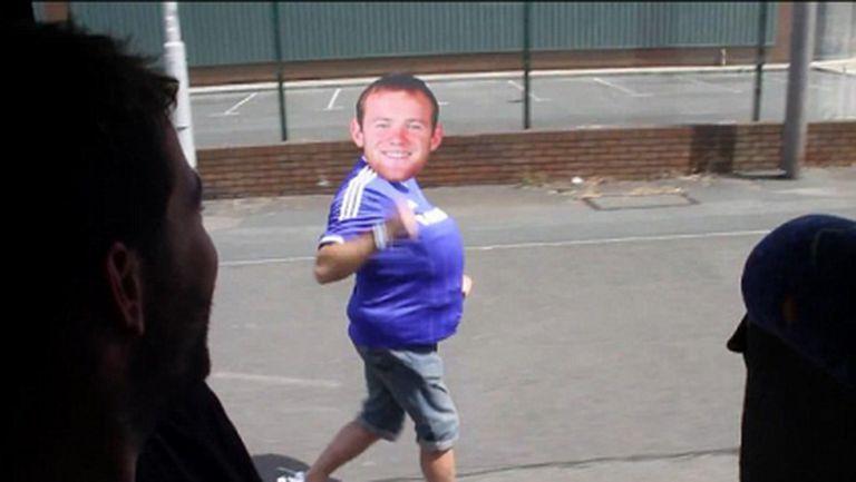 """""""Рууни"""" тича до автобус с фенове на Челси (пародийно видео)"""