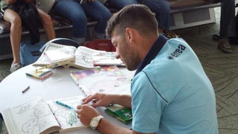 Ирландец от Норич се завърна към детството със скицник за оцветяване (снимка)