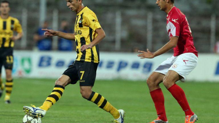 Звезда на Ботев аут за дербито на Пловдив
