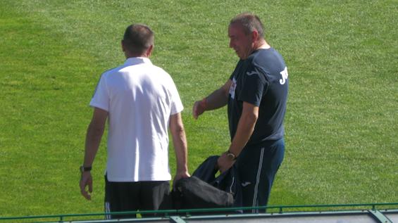 """Стойчо Младенов и Станимир Стоилов в приятелски разговор преди сблъсъка между """"Червени"""" и """"Сини"""""""