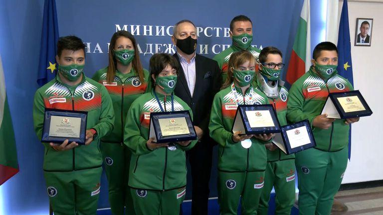 Министър Кузманов награди медалистите ни от Световните игри за атлети със Синдром на  Даун