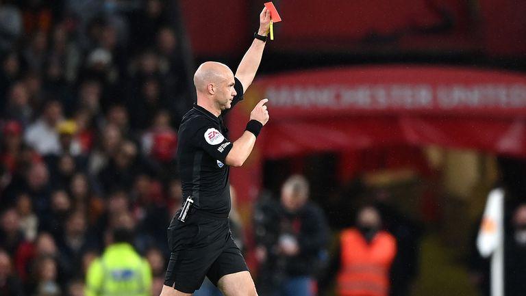 От Ливърпул имат претенции за пет червени картона