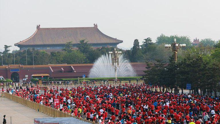 Отложиха маратона на Пекин за неопределено време