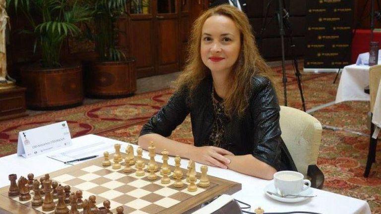 Антоанета Стефанова се класира за четвъртия кръг на СК по шахмат в Сочи, Чепаринов ще играе тайбрек с Пьотр Свидлер