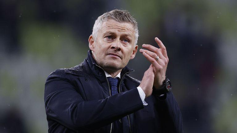 Манчестър Юнайтед предлага на Солскяер нов договор и подкрепа за селекцията