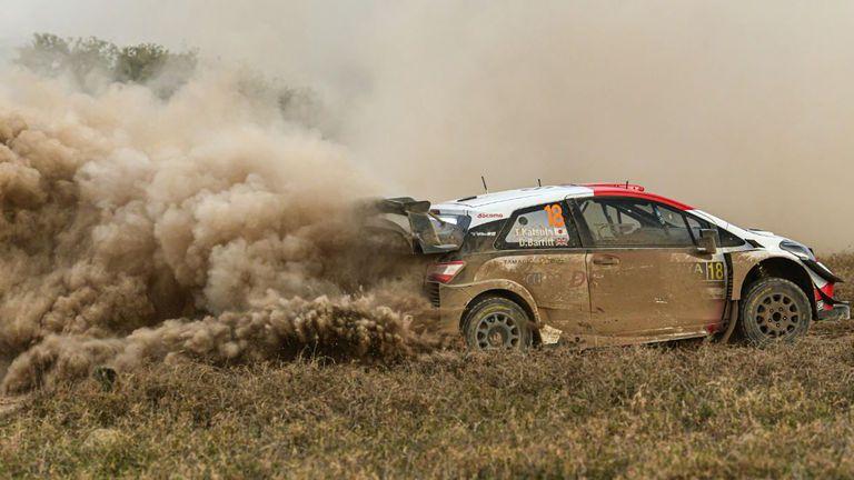 Нювил повреди автомобила си, японец е новият лидер на Рали Кения