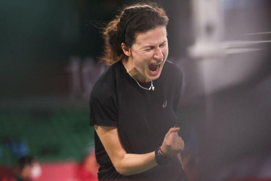 Линда Зечири загуби първата си среща в Токио