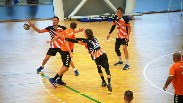 Трима хандбалисти на Локомотив (Мездра) с повиквателни за националния отбор до 19 години