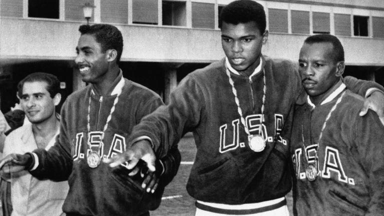 Когато Мохамед Али хвърли златния си олимпийски медал в реката