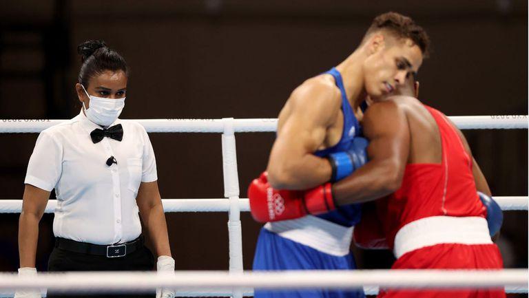 Боксьор опита да отхапе ухото на свой съперник