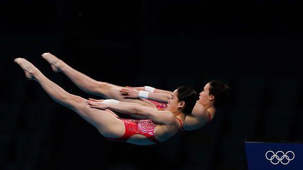 Олимпийска титла за Китай на скоковете във вода от 10-метрова кула при жените