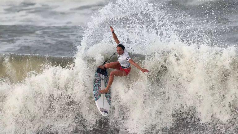Американка от Хаваите триумфира в дамския сърф