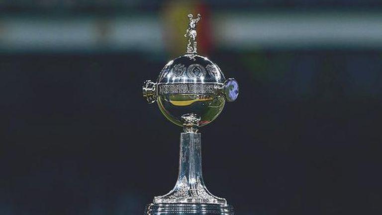 Финалът за Копа Либертадорес бе изместен със седмица назад