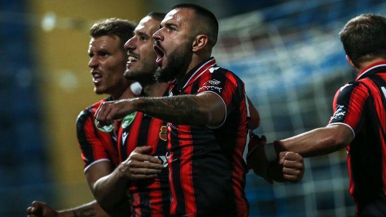 Новият отбор на Боруков падна лошо у дома, българинът не влезе в игра