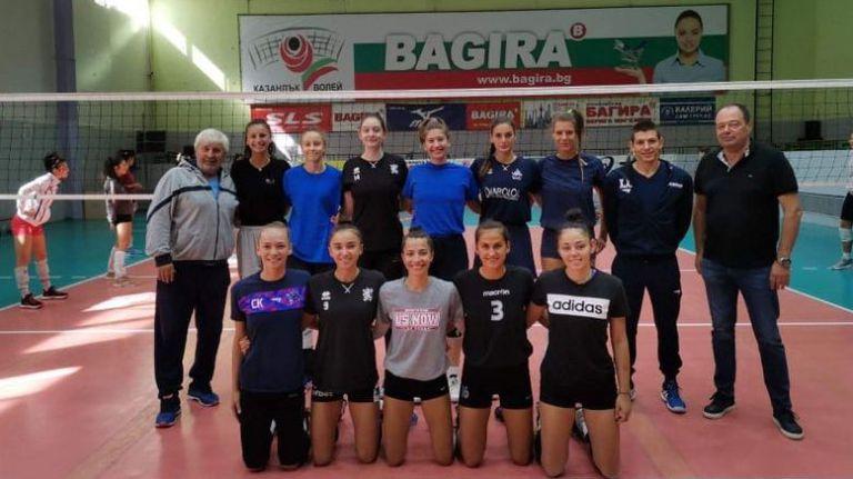 Стоян Гунчев пое волейболистките на ДКС Варна
