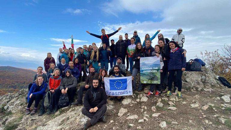 Младежки обмен насърчи хората да търсят връзката с планината и спорта