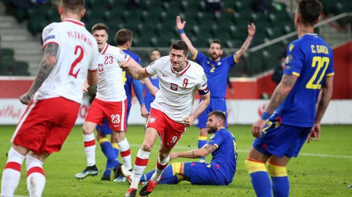Дубъл на Левандовски донесе победа на Полша
