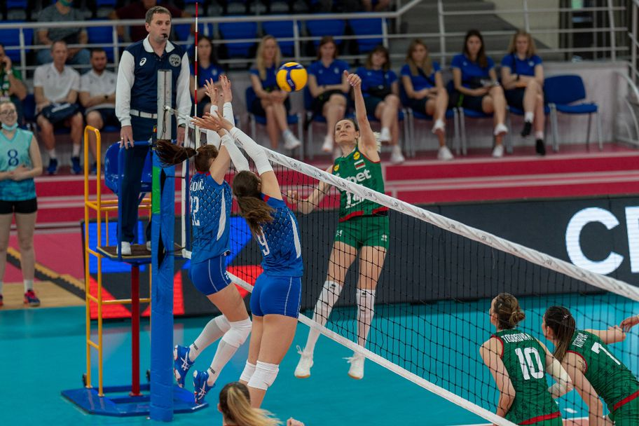 България тръгна с лесна победа в Златната европейска лига за жени