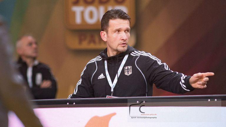 Германски треньор с последно предупреждение заради мотивационни шамари